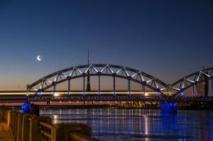Mond - Turm - Brücke - Zug